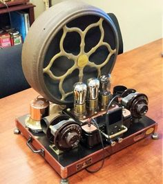 Antique iPod/MP3 amplifier and speaker made from 1920s Atwater Kent radio parts.