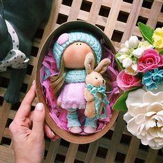 Куколка 19 сантиметров,готова отправиться под ёлочку в подарок ☃️ПРОДАЁТСЯ☕️ #tatiananedavnia #tilda #wedding #pink #pillow #МК #decor #fabrik #handmad #knitting #love #cotton #baby #кукла #шитье #выставка #шеббишик #пупс #платье #подарок #праздник #работа #ручнаяработа #сделайсам #своимируками #ткань #тильда #интерьер #интерьернаяигрушка #интерьернаякукла
