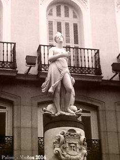 "Estatua de Venus, llamada ""La Mariblanca"" Venus statue called ""The Mariblanca"" in the square of Puerta del Sol"