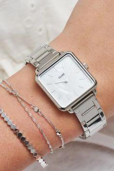 De CLUSE La Tétragone is een uniek vierkant horloge met 28,5 mm kast.   #cluse #clusewatch #clusehorloge #dameshorloge #horlogedames #juwelierbosmans #aalst #fashion #uurwerk #horloge #vierkant #vierkanthorloge #afgerond #dames #accessoires #juwelen #elegant #minimalistisch #stijlvol #eenvoud #minimalisme #eigentijds #stoer #statement #vrouwelijk #blikvanger #look #uitstraling #horlogeband #afneembaar #verwisselbaar #kwaliteit Jewelry Closet, Wallpaper Iphone Disney, Square Watch, Pearl White, Bling Bling, Gold Watch, Rose Gold, Handbags, Watches
