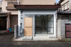 House in Shichiku is a minimalist house located in Kyoto, Japan, designed by Shimpei Oda Architect's Office.
