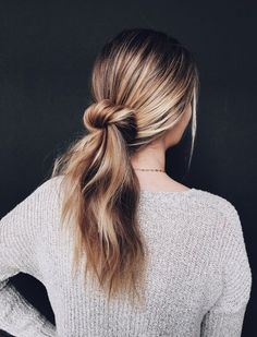 Save this for easy, 5-minute hairdo ideas that will transform your morning routine, like this undone bun hairstyle.