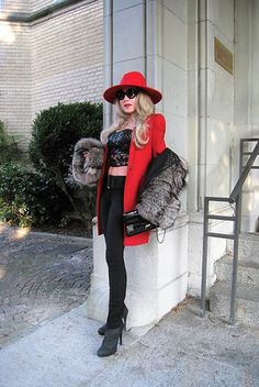 Look 385 . Lady in red. Tiana, People Around The World, Lady In Red, Winter Jackets, Elegant, Chic, Fashion, Fashion Styles, Bags