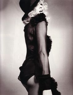 From the May 2008 issue of Elle UK. Photo by Tom Munro.