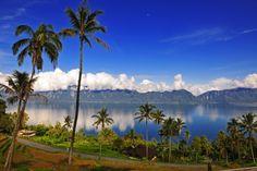 Maninjau Lake, West Sumatra.  Photograph by Antonius Pratama (2010).