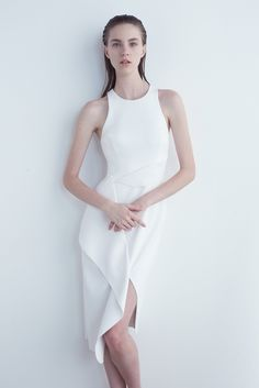 Josh Goot Pre-Fall 2015 Fashion Show - Nicole Pollard Fashion Over, Look Fashion, Fashion Show, Fashion Design, Image Fashion, White Fashion, Minimalist Fashion, Ready To Wear, White Dress