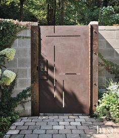 Modern Courtyard Gate - luxesource.com