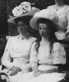 Alix and Olga, 1909