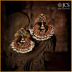 Style is eternal! Make a style statement with our unique, elaborated designed Chandbali Earring that swagger a vibrant colour in you. Gold Jhumka Earrings, Gold Earrings Designs, Indian Earrings, Antique Earrings, Indian Wedding Jewelry, Indian Jewelry, Ethnic Jewelry, Gold Jewellery, Jewellery Earrings