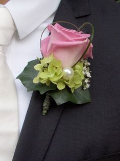 Who Wears Flowers at Wedding Prom Flowers, Diy Wedding Flowers, Wedding Flower Arrangements, Floral Wedding, Wedding Bouquets, Floral Arrangements, Prom Corsage And Boutonniere, Corsage Wedding, Bridesmaid Bouquet