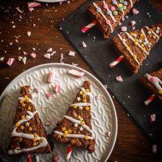 Τα χριστουγεννιάτικα ψησίματα έχουν ξεκινήσει, και αν θέλεις φέτος να δοκιμάσεις κάτι κλασικό αλλά διαφορετικο, κάτι παιχνιδιάρικο και φουλ σοκολατένιο, φτιάξε τα αγαπημένα μου brownies με μέντα, κομμένα σε σχήμα χριστουγεννιάτικο δεντράκι! 🎄Θα βρεις τη συνταγή στο αρχείο του blog, στην κατηγορία «Χριστούγεννα», αλλά και στο περιοδικό @zaxarikaialevri που κυκλοφορεί! #myblissfood #christmassbaking #brownielovers #foodblogger #instafood #christmasmood #thefeedfeed #hautecuisines #onmytable… Pie, Desserts, Food, Torte, Tailgate Desserts, Fruit Tarts, Dessert, Pies, Postres