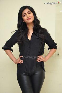 Shruti Haasan Indian Actress Hot Pics, Bollywood Actress Hot Photos, Indian Bollywood Actress, Bollywood Girls, Beautiful Bollywood Actress, Tamil Actress Photos, Indian Actresses, Beautiful Girl Indian, Most Beautiful Indian Actress
