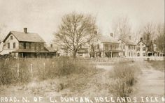Prior to the Abandonement.Photo of the early days on Holland Island,Chesapeake Bay.Originally settled in the Holland Island was named for the first owner of the property, colonist Daniel Holland. Abandoned Houses, Abandoned Places, Old Houses, Abandoned Mansions, Chesapeake Beach, Bay Boats, Ghost And Ghouls, Island Pictures, Spooky Places