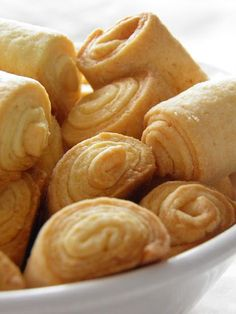 Sio-smutki: Kruche rurki (szybkie i pyszne) Snack Recipes, Dessert Recipes, Cooking Cookies, Sweet Little Things, Sweets Cake, Polish Recipes, Appetizers For Party, High Tea, Christmas Baking