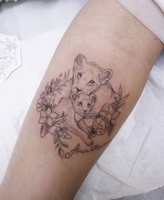Baby Tattoos For Moms 829788300079971690 - Irene B Lioness and her little baby Source by Mom Baby Tattoo, Mommy Tattoos, Tattoo For Son, Mother Tattoos, Baby Tattoos, Tattoos For Kids, Family Tattoos, Tattoos For Daughters, Mama Tattoo