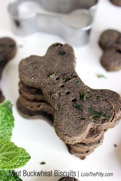 Homemade Mint Buckwheat Dog Biscuit Recipe - I think these are my favorite treats that I've made so far. They were easy to make, the dogs loved 'em and they help with stinky breath. Not to mention they were nice, light & crispy so easy to break into smaller pieces - will definitely be using this recipe over & over again | @LolaThePitty