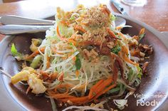 Green Papaya Salad with Rau Ram, Peanuts, and Crispy Shallots - Vietnamese Foody