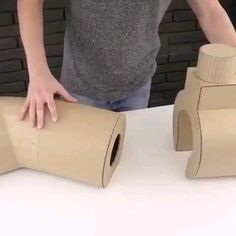 ^ Video - I have to say Wow! Watch the video and see what you can do with cardboard, hot glue and a few other things. Diy Crafts Hacks, Diy Home Crafts, Diy Arts And Crafts, Creative Crafts, Fun Crafts, Crafts For Kids, Diy Projects, Garden Crafts, Diys