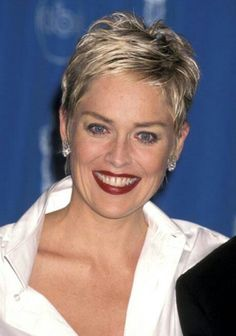 New Hair Cuts For Women Pixie Sharon Stone Ideas Sharon Stone Short Hair, Sharon Stone Hairstyles, Short Pixie Haircuts, Pixie Hairstyles, Short Blonde Pixie, Edgy Pixie, Haircut Short, 2015 Hairstyles, Medium Hairstyles