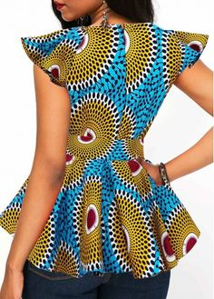Short Sleeve Shop Womens Fashion Tops, Blouses, T Shirts, Knitwear Online African Tops For Women, Trendy Tops For Women, Stylish Tops, Mode Des Leggings, Traditional African Clothing, Fashion Tips For Women, Womens Fashion, Latest Ankara Styles, African Print Fashion