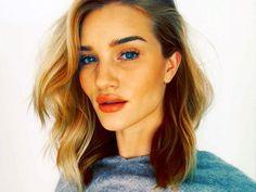Rosie Huntington-Whiteley Shows Us Her Entire Daily Makeup Routine via @ByrdieBeautyUK