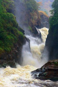 Watervallen in Oeganda. Lees meer over de verbluffende natuur in dit land op http://www.naturescanner.nl/afrika/oeganda