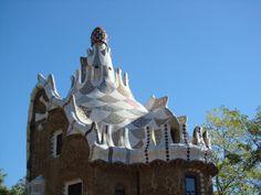 Cada cual merece escribir su historia en Barcelona. Y todas van a estar bien. Gaudi, Barcelona, Statue Of Liberty, Travel, Modernism, Cities, Historia, Statue Of Liberty Facts, Viajes