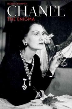 This new biography offers unprecedented insight into Coco Chanels complex and enigmatic life, and features previously unpublished information and images. The great fashion designer Coco Chanel contin