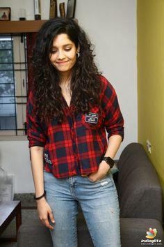 Hindi Actress, Tamil Actress Photos, Bollywood Actress, Bollywood Cinema, Bollywood Photos, Rithika Singh, Indian Women Painting, Neha Sharma, Indian Star