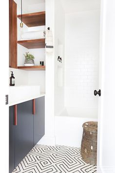 Tour: A Hip Couple's Fresh California Bungalow Amber Interiors - Bathroom designAmber Interiors - Bathroom design Laundry In Bathroom, White Bathroom, Bathroom Interior, Bungalow Bathroom, Minimal Bathroom, Bathroom Storage, Bathroom Shelves, Simple Bathroom, Master Bathroom