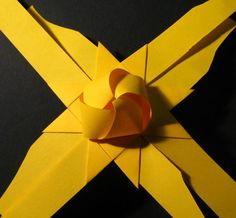 3d Origami Stern, Origami Easy, Origami Paper, Christmas Hearts, Diy Christmas Ornaments, Christmas Decorations, Diy And Crafts, Crafts For Kids, Paper Crafts
