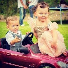 Love this shot from Emilia's party last weekend! ❤️