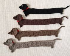 Sausage dog Crochet Bookmark, Funny Dog bookmark, Handmade cute Bookmark, Crochet Dauch Hund, Crochet Mouse - This smashed dog is a crochet bookmark. He is very cute and makes you smile. A perfect gift for boo - Cute Bookmarks, Crochet Bookmarks, Crochet Books, Crochet Gifts, Cute Crochet, Knit Crochet, Funny Crochet, Handmade Bookmarks, Crochet Mouse