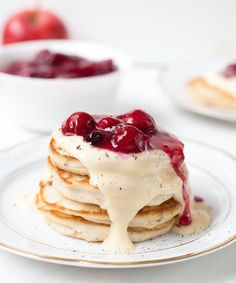 Apple Fritters With Cranberry Sauce and Cream [Vegan, Gluten-Free] - One Green PlanetOne Green Planet Vegan Breakfast Recipes, Vegan Recipes, Dessert Recipes, Pancake Healthy, Pancakes And Waffles, Breakfast Dessert, Vegan Sweets, Sweet Cakes, Smoothie Recipes