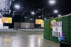 A wall of greenery and flowers led guests into the understated general-session area, where Agnes & Dora consultants learned...