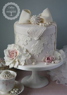 Cotton & Crumbs | Gorgeous hatbox cake. ᘡղᘠ