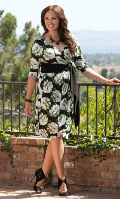 #plussize Harlow Faux Wrap Dress - Peony Print at Curvalicious Clothes Plussize, Wrap Dresses, Dresses Fashion, Harlow Faux, Plus Size Dresses, Faux Wraps, Wraps Dresses, Plus Size Clothing, Beautiful Fashionista