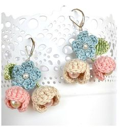 Delicate pink,blue and beige flower earrings. The flowers are crochet in thin co… Delicate pink,blue and beige flower earrings. The flowers are crochet in thin cotton(I use my own patterns) with light green silk leaves. Love Crochet, Crochet Gifts, Crochet Flowers, Knit Crochet, Crochet Earrings Pattern, Crochet Bracelet, Crochet Stitches, Crochet Patterns, Shabby Chic Earrings