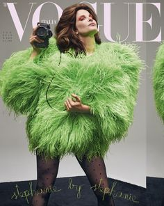 Vogue Italia enlists supermodels Claudia Schiffer & Stephanie Seymour to star on the covers of their latest issue captured by Collier Schorr. Stephanie Seymour, Vogue Magazine Covers, Fashion Magazine Cover, Vogue Covers, Claudia Schiffer, Cindy Crawford, Top Models, Yves Saint Laurent, Vogue Us