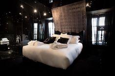 Amazing Seven Hotel in Paris with Seven kinds of unusual Suites interior decoration Unique Hotels, Beautiful Hotels, Beautiful Bedrooms, Bedroom Romantic, Beautiful Things, Design Exterior, Interior Design, Interior Office, Room Interior