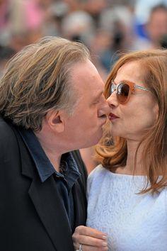 Gérard Depardieu et Isabelle Huppert Cannes Mai 2015 . Cette photo me fait mourir de rire : le vil coyote et la pimbêche .