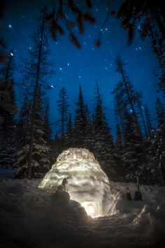 Igloo in the Cascade Mountains, Oregon. Photo by Ben Canales - clearly one should live in Oregon! Cascade Mountains, All Nature, Winter Scenes, Belle Photo, The Great Outdoors, Wonders Of The World, Places To See, Beautiful Places, Around The Worlds