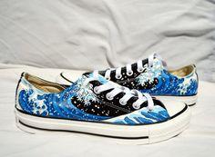Handbemalte Converse Schuhe - The Great Wave Off Kanagawa - Niedrige Oberteile - Art ideas - Women's Shoes, Buy Nike Shoes, Top Shoes, Converse Shoes, Shoes Style, Flat Shoes, Oxford Shoes, Painted Converse, Painted Sneakers