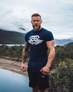 So awesome, huge fan of Vikings! this beautiful mann! Trendy Mens Fashion, Stylish Men, Norwegian Men, Hot Guys Tattoos, Gym Workouts For Men, Viking Men, Beard Model, Beard Styles For Men, Country Men