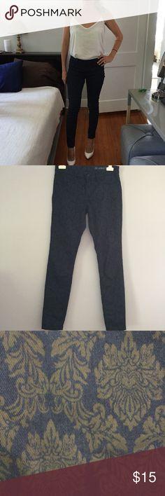 "BlankNYC Printed Emblem Jeans Baroque style printing on skinny leg Jean. EUC. 14"" waist. 8"" rise. 29"" inseam. Blank NYC Jeans Skinny"