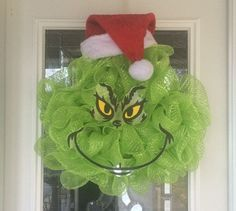 Grinch Christmas Decorations, Grinch Christmas Party, Christmas Wreaths To Make, Christmas Themes, Christmas 2019, Grinch Party, Holiday Wreaths, Winter Wreaths, Spring Wreaths