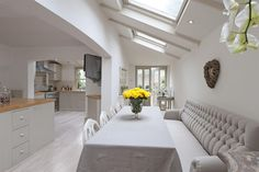 Interesting ceiling and compact banquette
