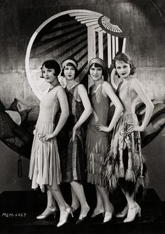 MGM Chorus girls, 1927 (via)
