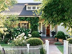 Looking for California bungalow porches - recognized this picture immediately from old Cottage Living magazine. Still my all time favorite dream house. Cottage Living, Cottage Homes, Cottage Style, Cozy Cottage, Romantic Cottage, Cottage Ideas, Farmhouse Style, Front Entry Landscaping, Landscaping Ideas