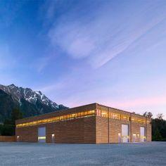 Hemsworth+creates+all-wood+Passivhaus+factory+in+a+mountainous+region+of+Canada